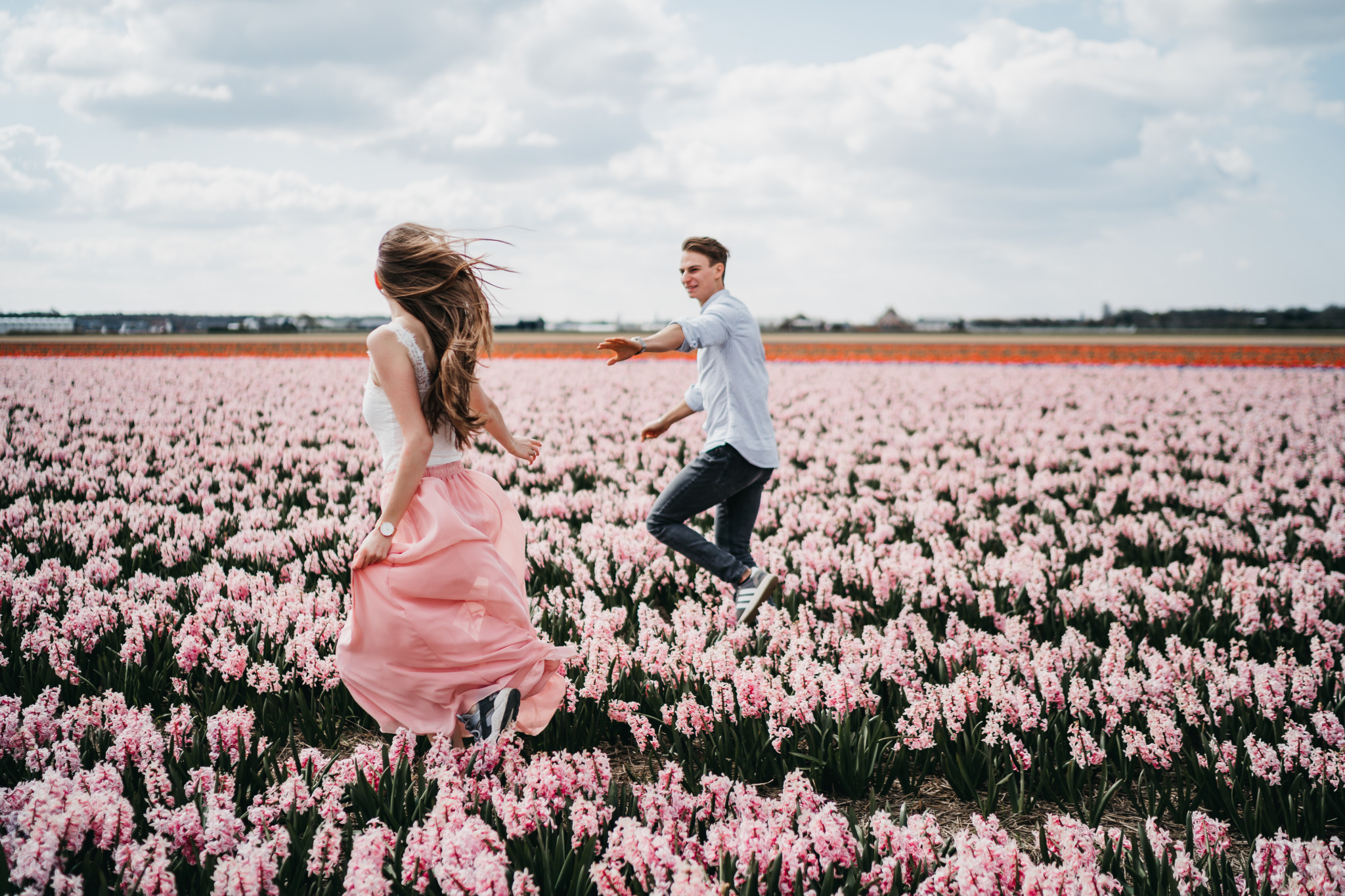 Paarshooting zwischen holländischen Tulpen