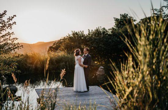 Sommerhochzeit auf Hofgut Hohenstein Brautpaarshooting Sonnenuntergang